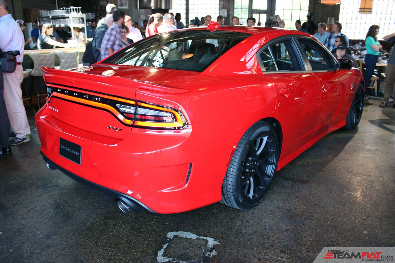 004-2015-dodge-charger-srt-hellcat-1.jpg
