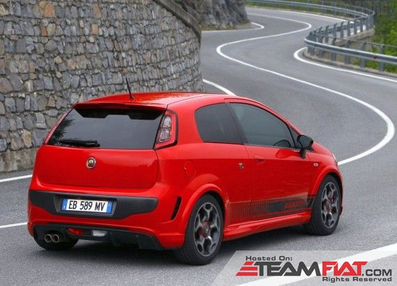 2011-Fiat-Punto-Evo-Abarth-from-Rear-Side-View-Picture-570x411.jpg