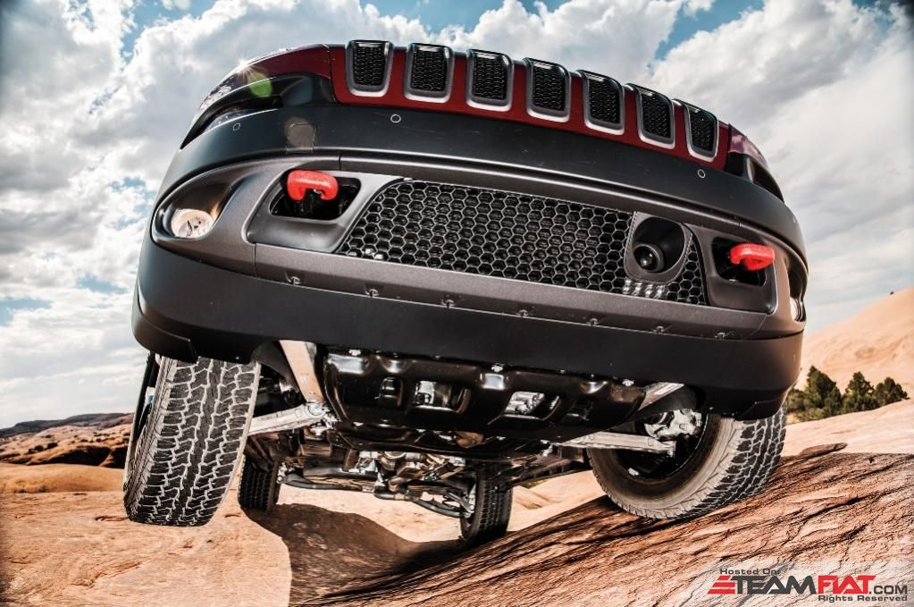 2014-Jeep-Cherokee-Limited-front-end-grille.jpg