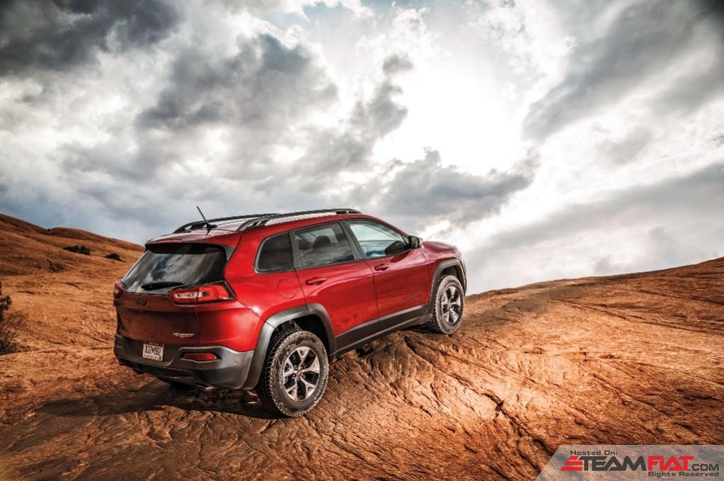 2014-Jeep-Cherokee-Limited-rear-three-quarters.jpg