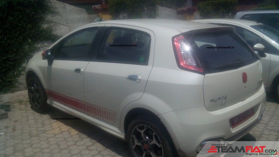 2015-Abarth-Punto-Evo-side-spotted-in-the-wild-900x506.jpg