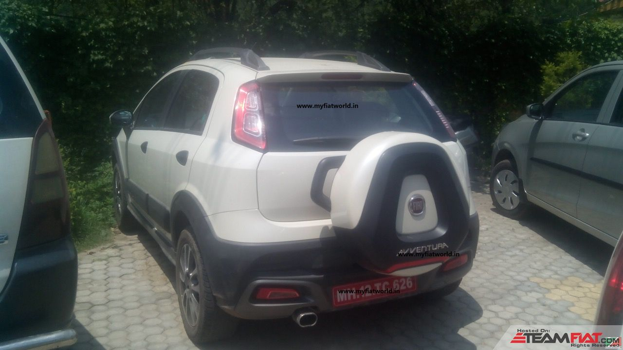 2015-Fiat-Avventura-rear-three-quarter-spotted-in-the-wild.jpg