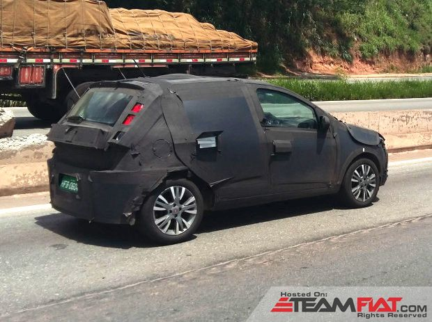 2017-Fiat-Punto-rear-quarter-spied-in-Brazil.jpg