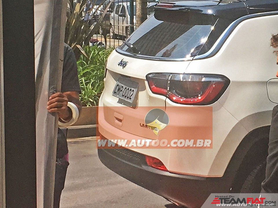2017-Jeep-Compass-551-taillamp-spied-undisguised-for-the-first-time.jpg