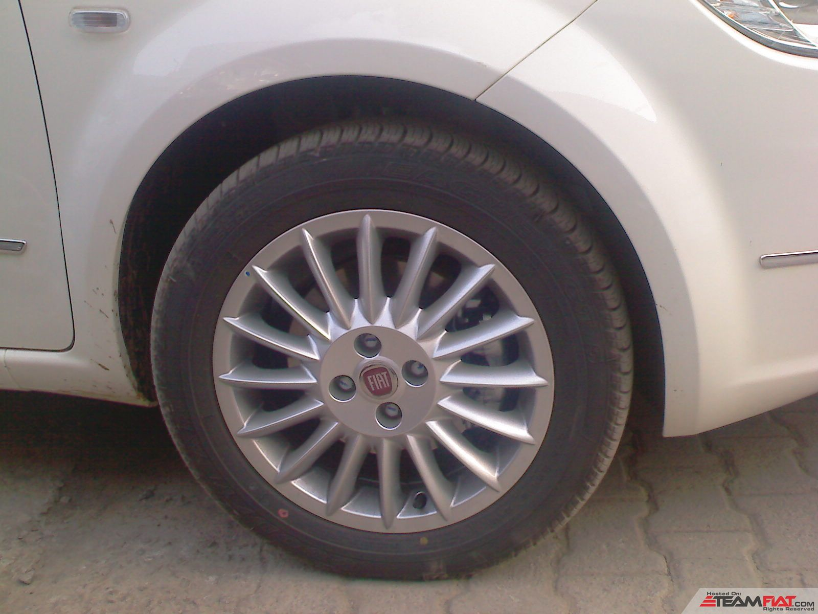 \' Alloy wheels.jpg