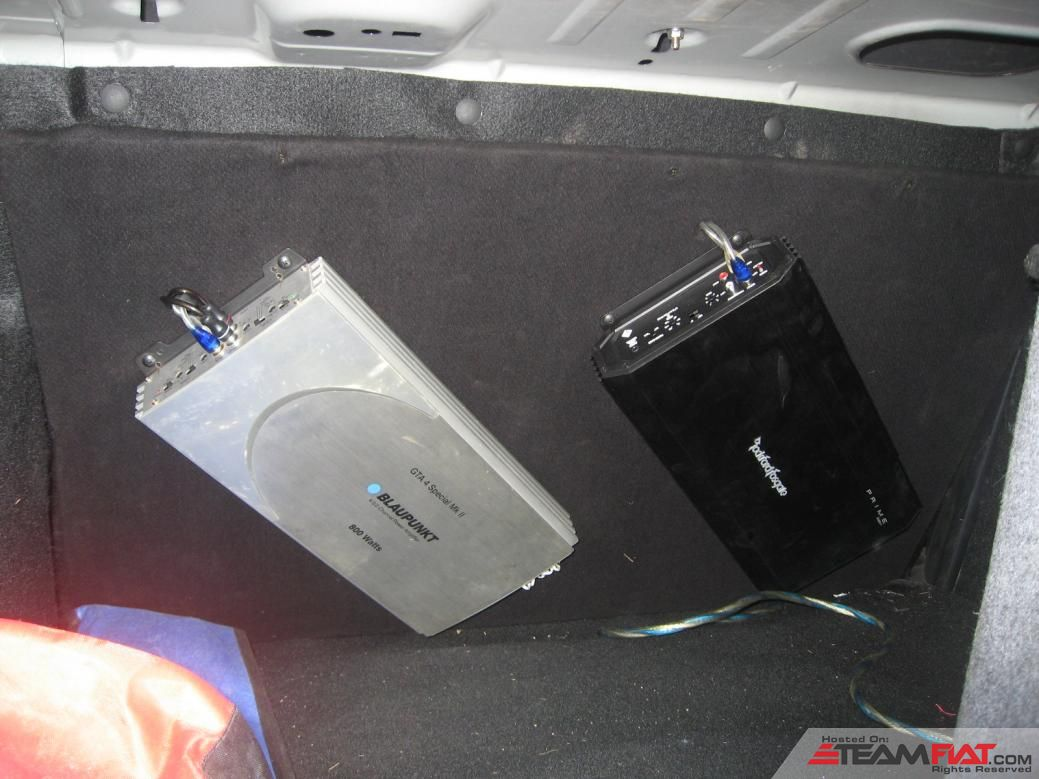 Amps in boot.jpg