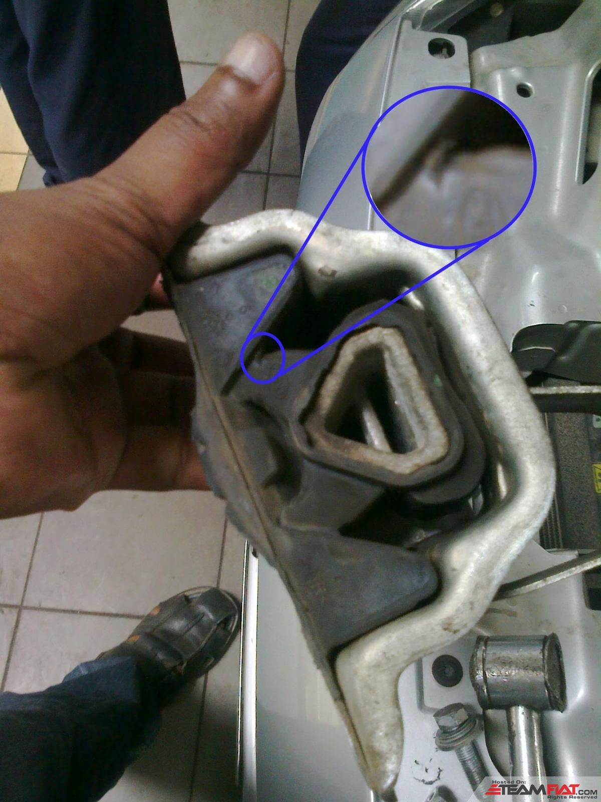 engine mount broken.jpg