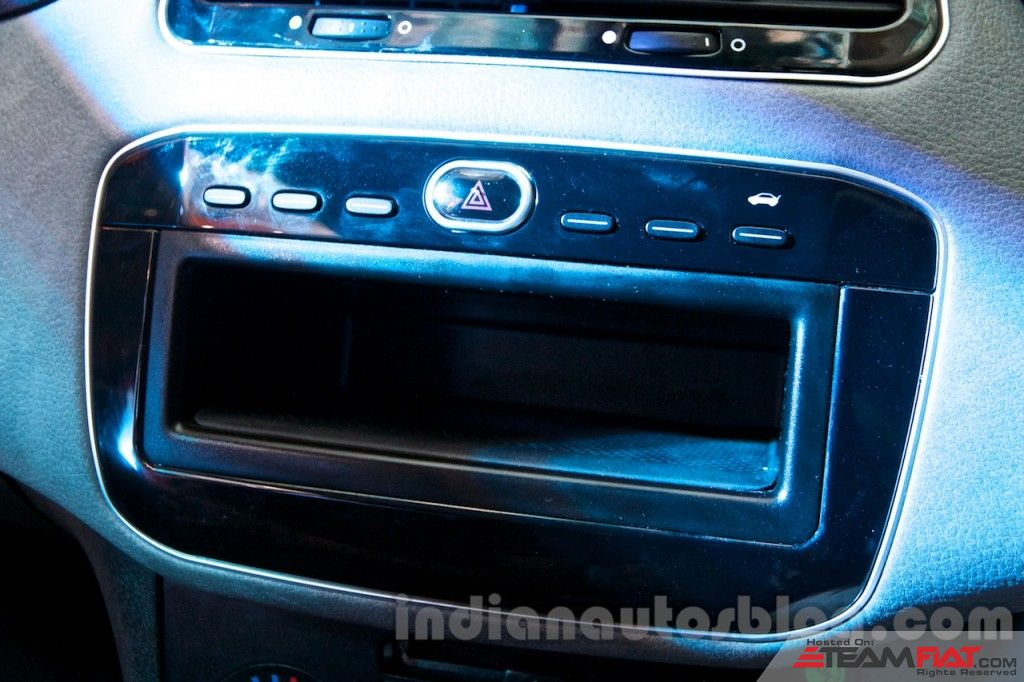 Fiat-Avventura-at-Delhi-music-deck-1024x682.jpg