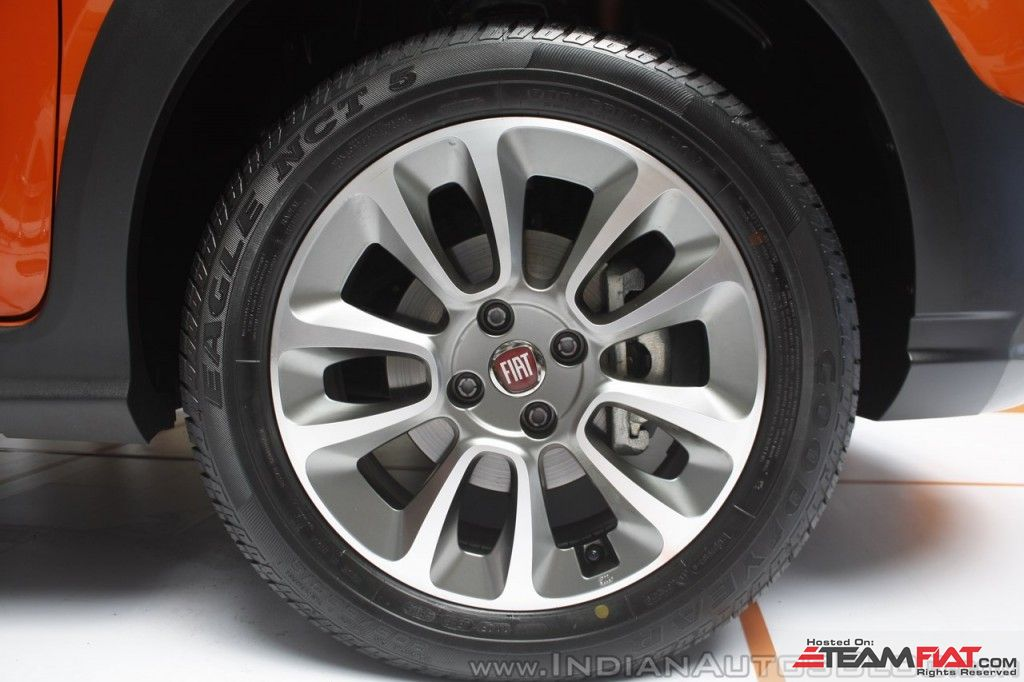 Fiat-Avventura-at-Mumbai-alloy-wheel-1024x682.jpg