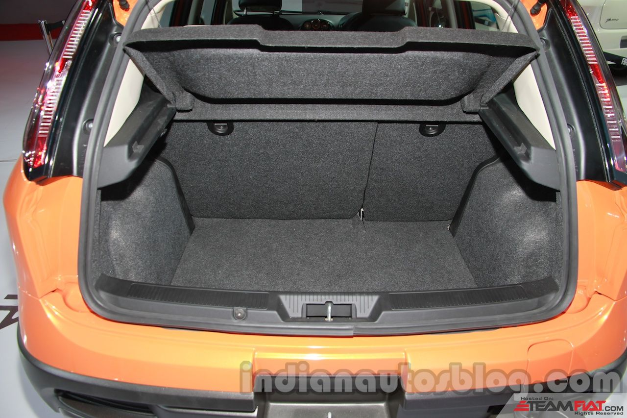 Fiat-Avventura-boot-space.jpg