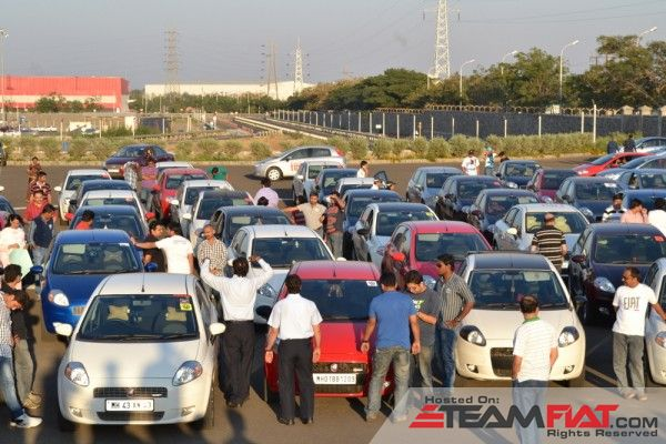 Fiat-India-plant-sees-gathering-of-600-car-owners-4-600x400.jpg