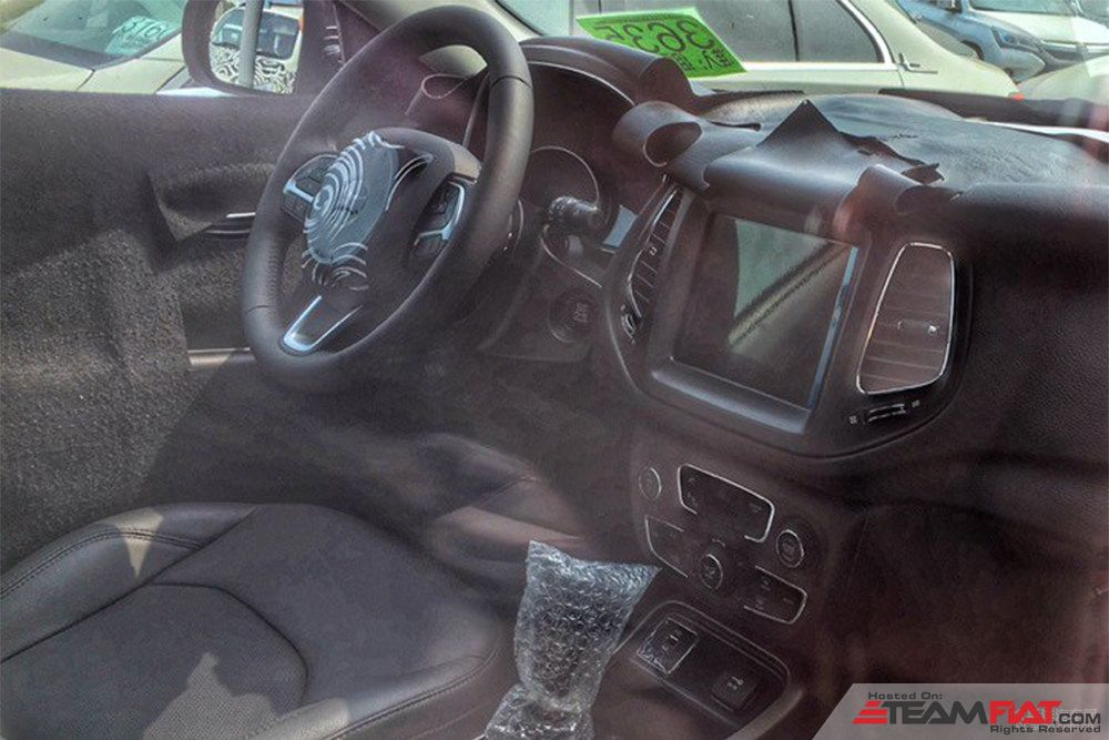 Jeep-551-Jeep-C-SUV-interior-spy-shot.jpg