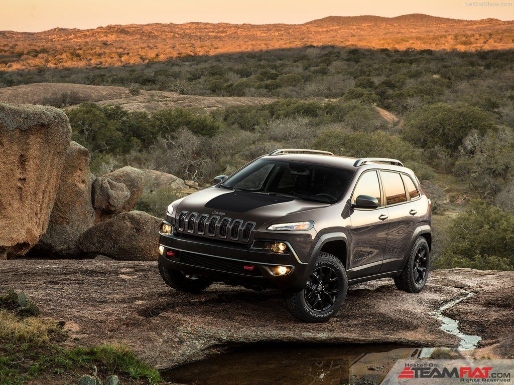 Jeep-Cherokee_2014_1024x768_wallpaper_05.jpg
