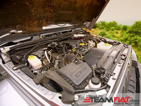 jeep-wrangler-unlimited-engine-detail-shot-image-pic-photo-31102013-m8_560x420.jpg