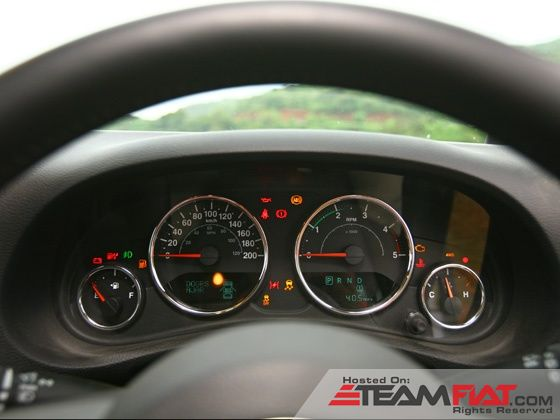 jeep-wrangler-unlimited-static-shot-instrument-cluster-image-pic-photo-31102013-m9_560x420.jpg