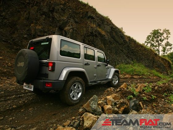 jeep-wrangler-unlimited-static-shot-rear-image-pic-photo-31102013-m6_560x420.jpg