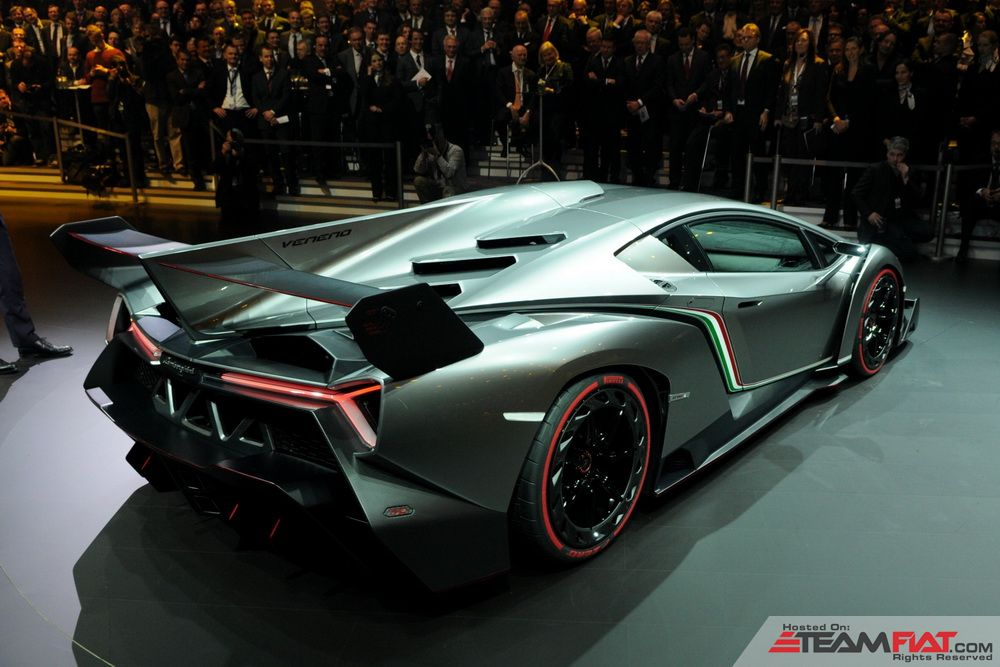 lamborghini-veneno-vw-night-01.jpg