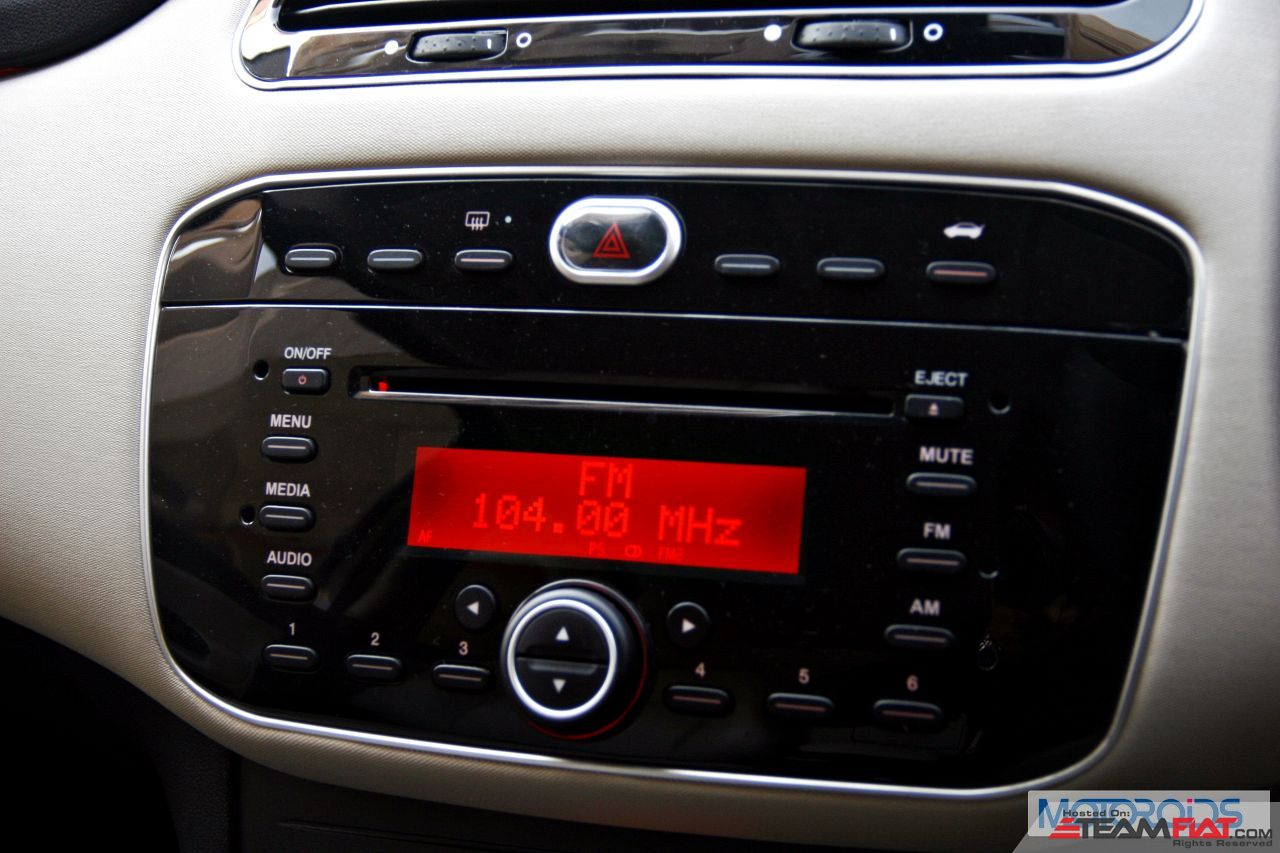New-2014-Fiat-LInea-interior-review-4.jpg